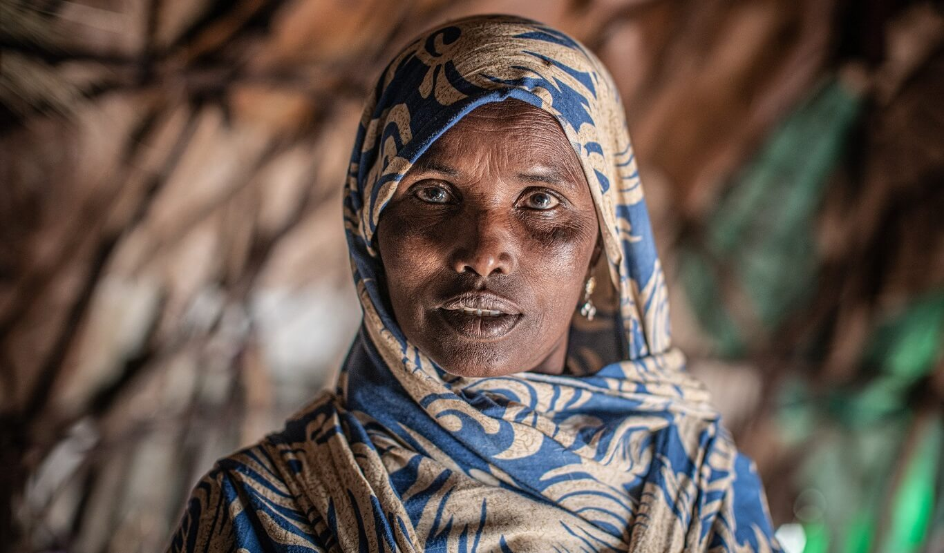 Shamis Alel, 50, is a widow and mother of four children. She is now living in a camp north of Jijiga because she and her family were displaced by an inter-ethnic conflict in the nearby Oromiya region two years ago. Credit: Pablo Tosco / Oxfam.